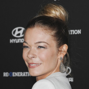 LeAnn Rimes to Make Out with Charlie Sheen on Anger Management