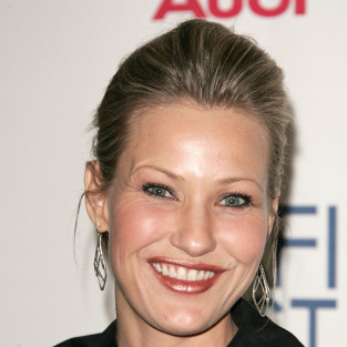 Joey Lauren Adams to Guest Star on Switched at Birth