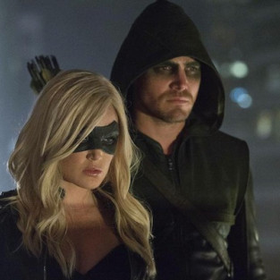 Arrow Spoilers: Felicity's Parents! Diggle's Past! The Black Canary!