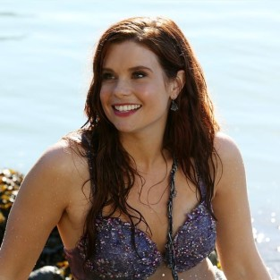 Joanna Garcia Swisher Cast on The Mindy Project As...