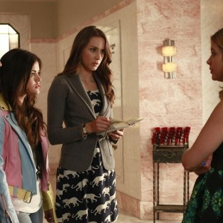"Pretty Little Liars Music: ""Who's in the Box?"""
