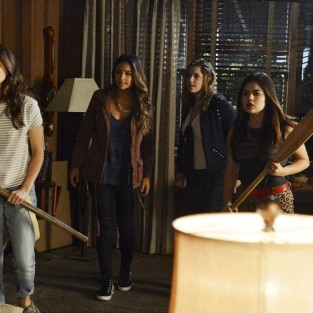 Pretty Little Liars Review: The Secret Life of the Busy Bee Inn
