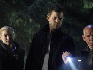 Watch Fringe Season 2 Episode 2