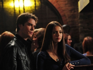 Watch The Vampire Diaries Season 1 Episode 8