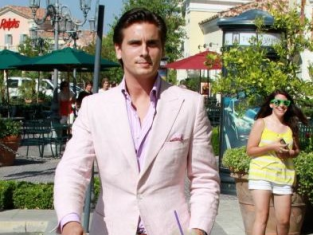 Watch Kourtney and Khloe Take Miami Season 2 Episode 9