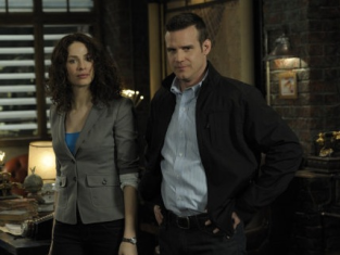 Watch Warehouse 13 Season 2 Episode 8