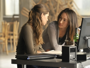 Watch Nikita Season 1 Episode 3