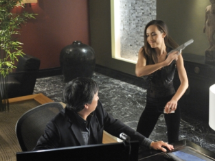 Watch Nikita Season 1 Episode 4