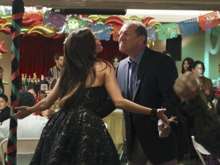 Watch Modern Family Season 2 Episode 4