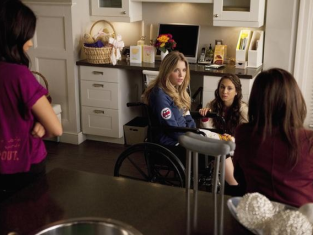 Watch Pretty Little Liars Season 1 Episode 12