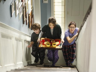 Watch Modern Family Season 2 Episode 13