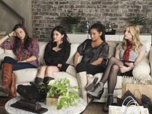 Watch Pretty Little Liars Season 2 Episode 1