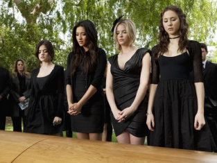 Watch Pretty Little Liars Season 2 Episode 5