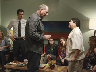 Watch Modern Family Season 3 Episode 2