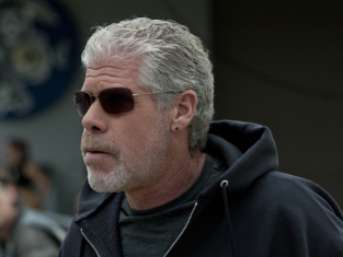 Watch Sons of Anarchy Season 4 Episode 3