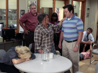 Watch Parks and Recreation Season 4 Episode 2