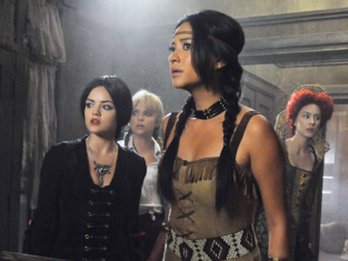 Watch Pretty Little Liars Season 2 Episode 13