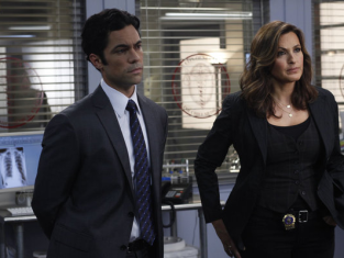 Watch Law & Order: SVU Season 13 Episode 3