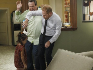 Watch Modern Family Season 3 Episode 4