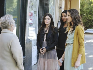 Watch Pretty Little Liars Season 2 Episode 24