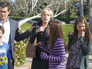 Watch Modern Family Season 3 Episode 19