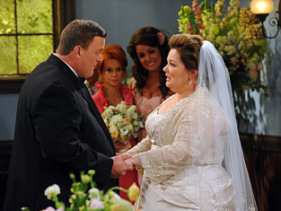 Watch Mike & Molly Season 2 Episode 23