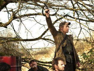 Watch Falling Skies Season 2 Episode 8