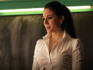 Watch Lost Girl Season 2 Episode 16