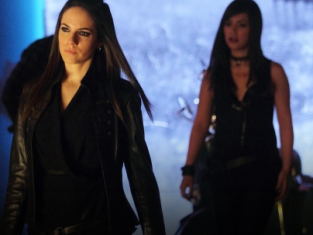Watch Lost Girl Season 2 Episode 21