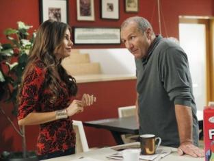 Watch Modern Family Season 4 Episode 1