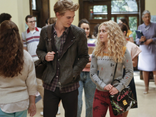 Watch The Carrie Diaries Season 1 Episode 2