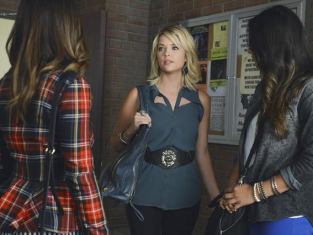 Watch Pretty Little Liars Season 3 Episode 19