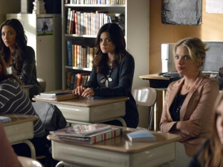 Watch Pretty Little Liars Season 3 Episode 24