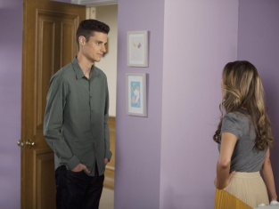Watch The Secret Life of the American Teenager Season 6 Episode 9