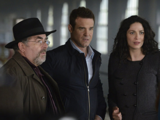 Watch Warehouse 13 Season 4 Episode 18