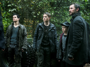 Watch Falling Skies Season 3 Episode 7
