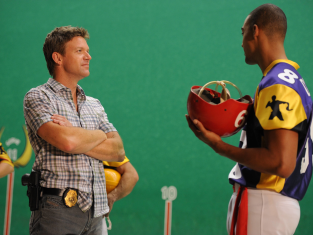Watch The Glades Season 4 Episode 9