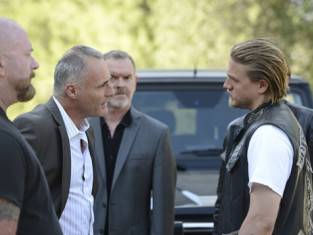 Watch Sons of Anarchy Season 6 Episode 4