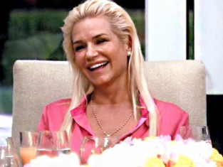 Watch The Real Housewives of Beverly Hills Season 4 Episode 8