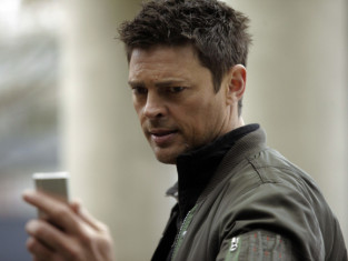 Watch Almost Human Season 1 Episode 7