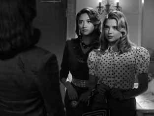 Watch Pretty Little Liars Season 4 Episode 19