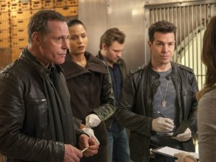 Watch Chicago PD Season 1 Episode 11