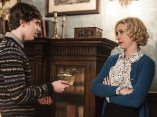 Watch Bates Motel Season 2 Episode 9