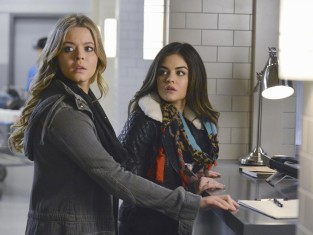 Watch Pretty Little Liars Season 5 Episode 1