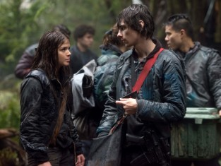 Watch The 100 Season 1 Episode 13