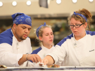 Watch Hell's Kitchen Season 12 Episode 15