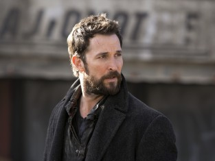 Watch Falling Skies Season 4 Episode 12