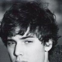 Dustin Milligan Pic