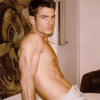 Aiden Turner Shirtless!