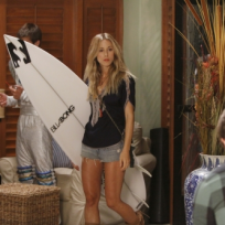 Gillian Zinser as Ivy